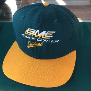 Vintage Oakland Athletics new era SnapBack hat NWT